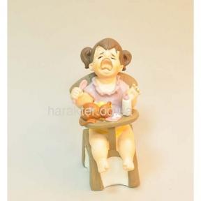 Фигурка Девочка на стуле 9*6.8*13.5см